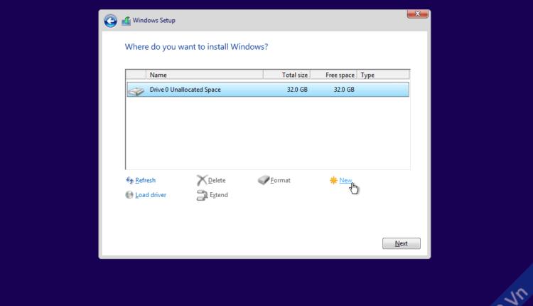 Chọn phân vùng bạn muốn cài windows 10 cài, nhấn Format để định dạng lại ổ đĩa, xóa sạch file, nếu là hdd mới thì bạn chọn New, rồi nhập vào dung lượng để tạo phân vùng mới. Phân vùng dùng để cài windows thường là phân vùng trên cùng (ổ C)